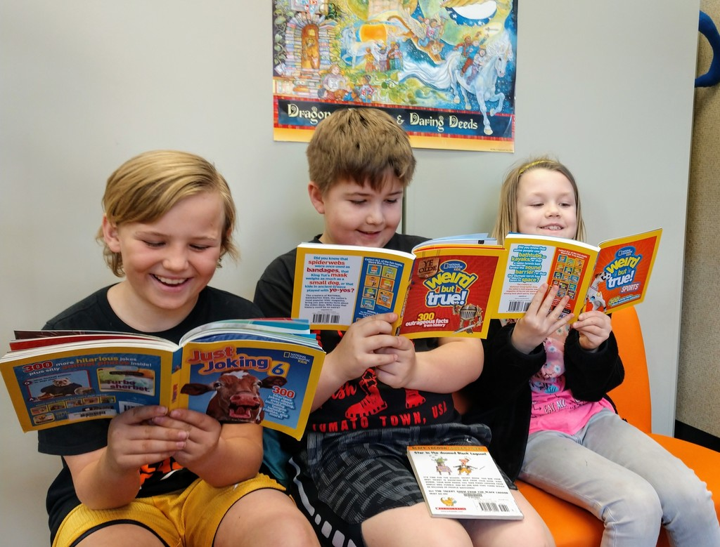 Students reading new library books